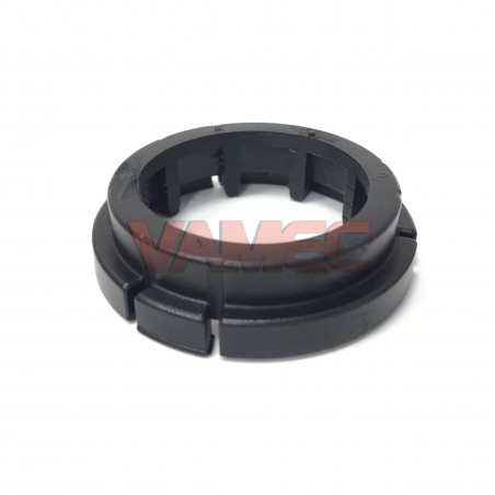 Plastic ring for hub wheel